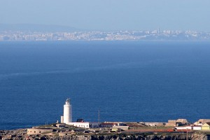 Estrecho-de-Gibraltar_-Al-fondo-Tanger_-costa de la luz